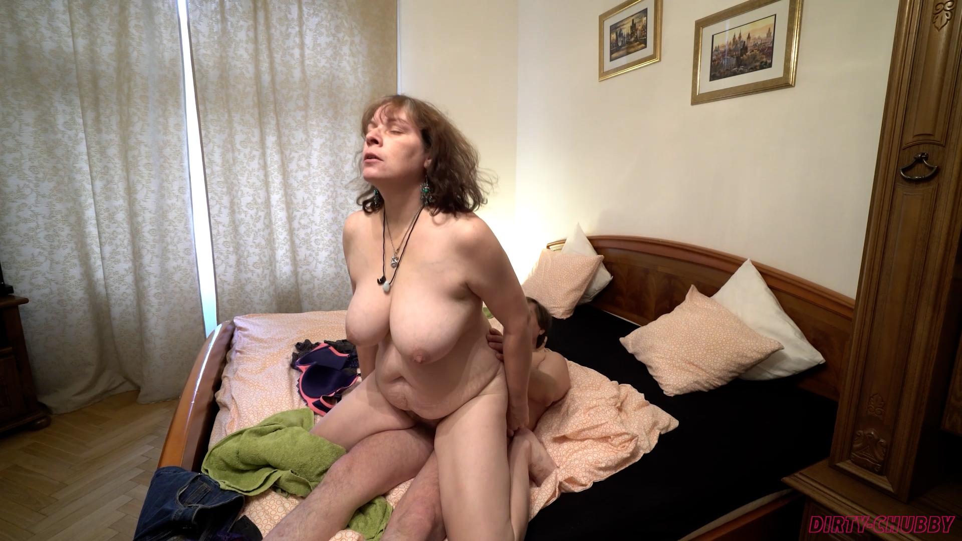 Chubby mature slut demonstrates her skills